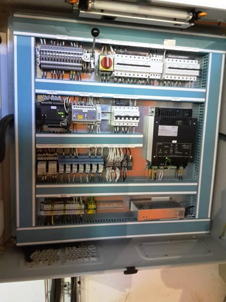 Réalisation d'une armoire de commande d'un groupe électrogène