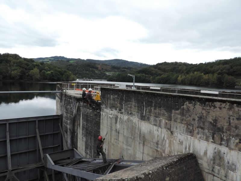 Installation de capteurs de position sur une vanne barrage